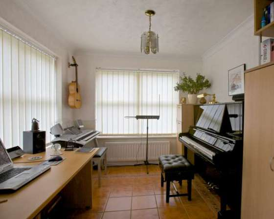 Piano_Teacher_Milton_Keynes_professional_Studio_3
